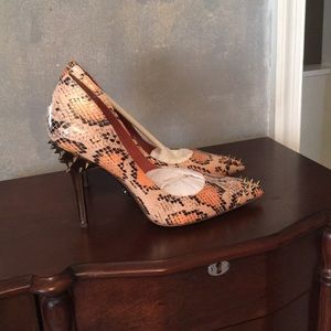 Rachel Roy animal print pumps